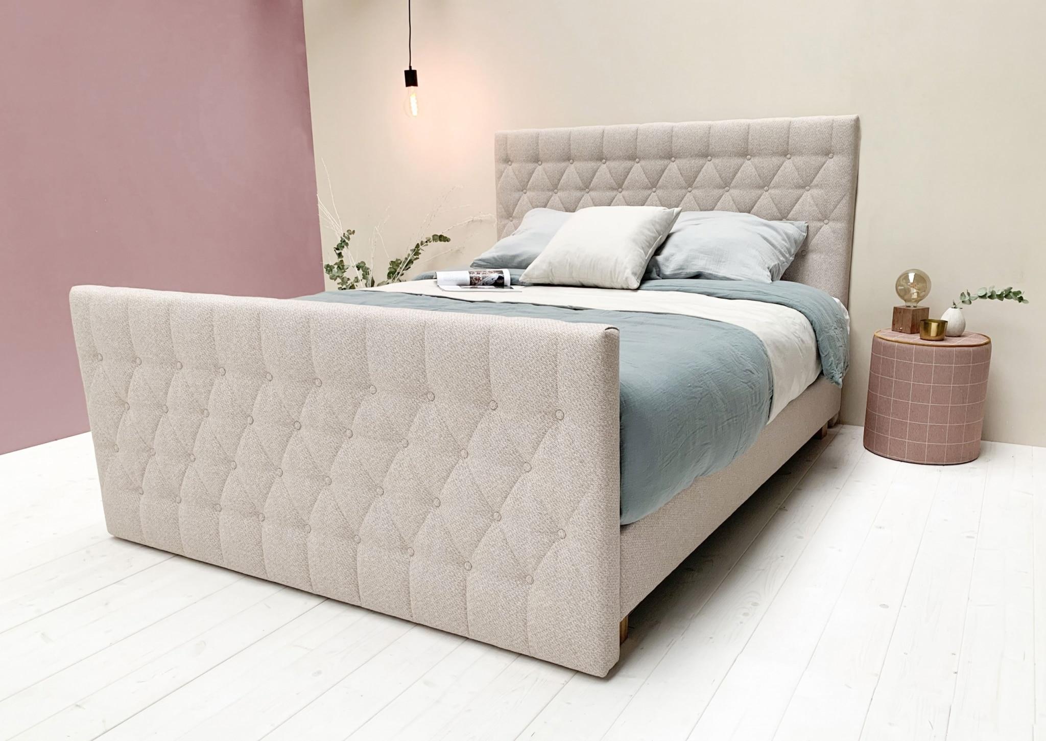 Tête de lit GARANCE dans le coloris TERA 04 Sommiers DÉCO20 dans le coloris TERA 04 Pied de lit dans le coloris TERA 04 Pieds STOCKHOLM H10 cm